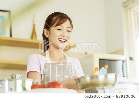 Women sticking to cooking 68910606