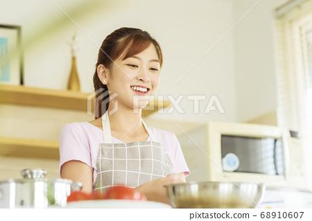 Women sticking to cooking 68910607