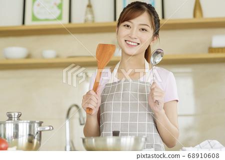 Women sticking to cooking 68910608