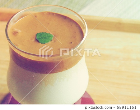 Dalgona coffee on the tray 68911161