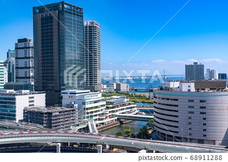 《神奈川縣》橫濱站(東口側)・城市景觀 68911288