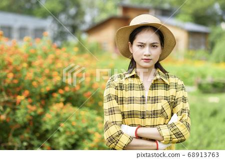 Women farmer 68913763