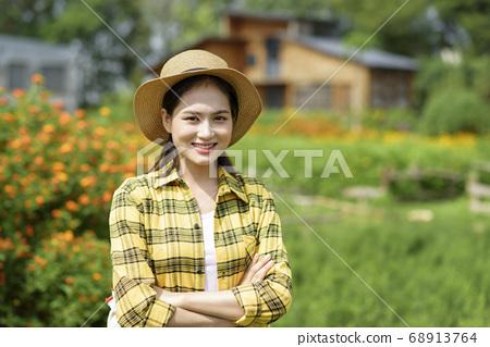 Women farmer 68913764