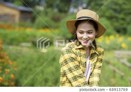 Women farmer 68913769