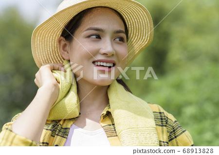 Women farmer 68913828