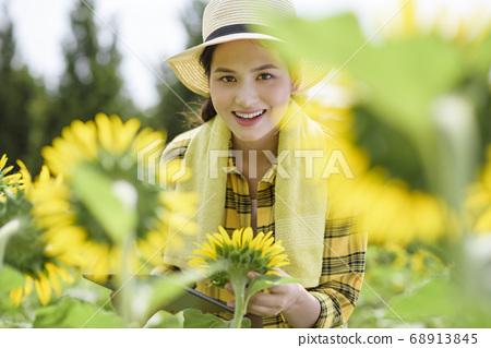 Women farmer 68913845