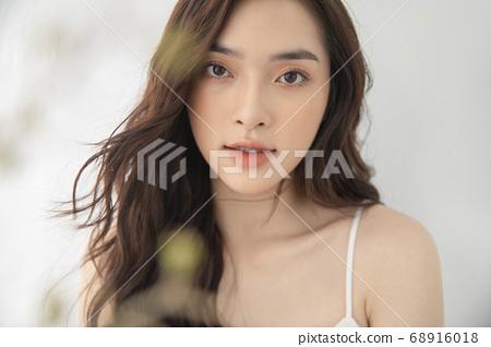 내츄럴 한 분위기의 여성 인물 68916018