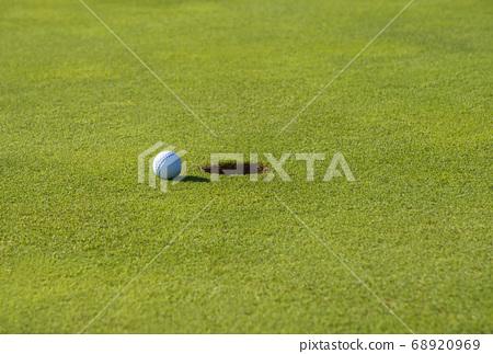 綠色的杯和球放置圖像寬複製空間圖像材料 68920969