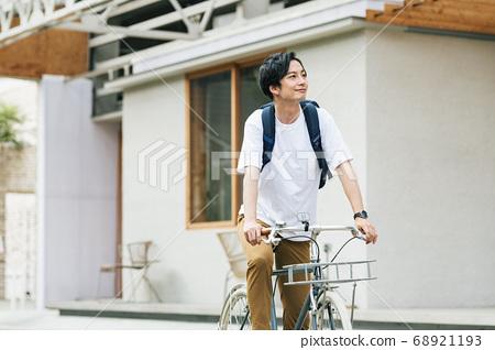 一個人騎自行車出去 68921193
