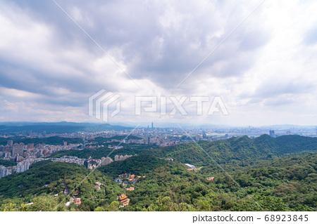 Skyline of taipei city in downtown Taipei, Taiwan. 68923845