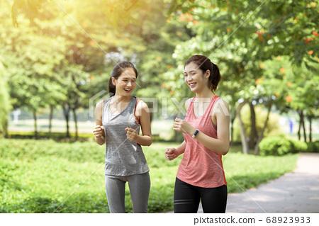 Women sportswear, Park 68923933