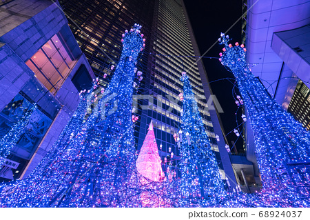 Illuminations light up at at Caretta shopping mall in Shiodome district, Odaiba area. 68924037