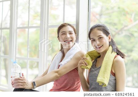 Female sports conversation 68924561