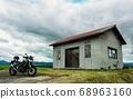 Landscape with touring bike and barn (Biei, Hokkaido) 68963160