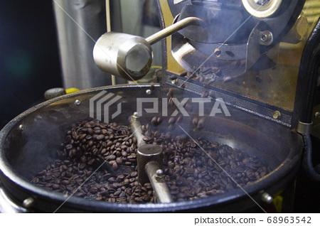 커피 원두 로스팅 작업  68963542