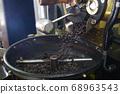 커피 원두 로스팅 작업  68963543