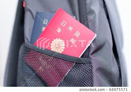 背面用日本護照出國旅行 68975571