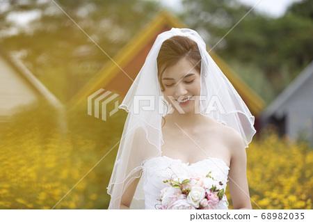 Female portrait marriage bridal 68982035
