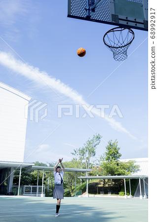 농구를하는 중학생 68992917