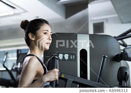 체육관 여성 교육 인물 68996313