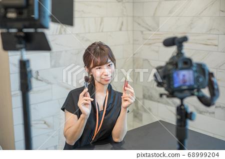 女人以視頻自拍照 68999204