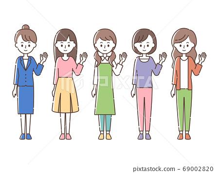 안내하는 5 명의 여성 69002820