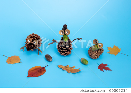 autumn craft for kids made of leaf and pine cone 69005254
