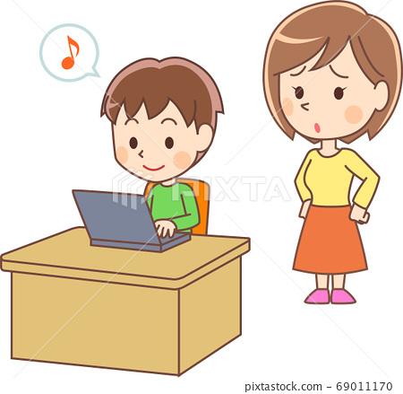 一個女人遇到一個快樂的男孩,碰電腦的麻煩 69011170