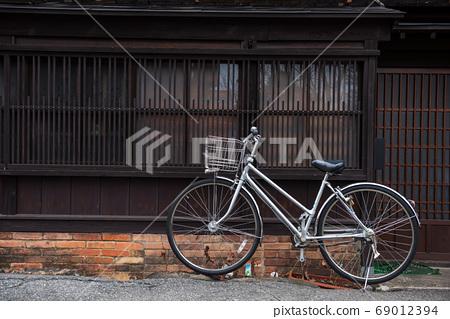 Bike park at traditional wooden house, Takayama 69012394