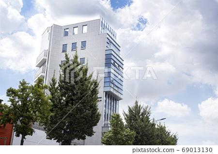 帶有凸面的建築物 69013130
