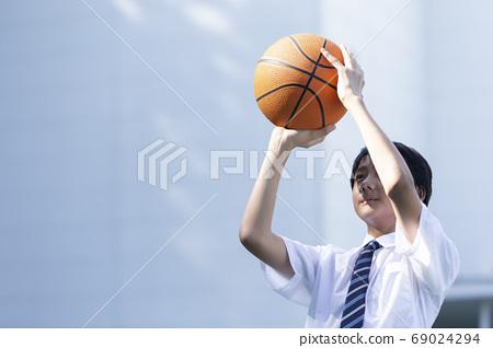 농구를하는 중학생 69024294
