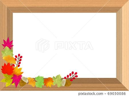時尚的木製框架,秋天的落葉和堅果 69030086