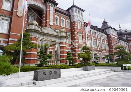 Red brick station building at Tokyo station 69040361