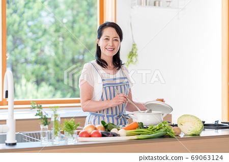 女高管,廚房 69063124