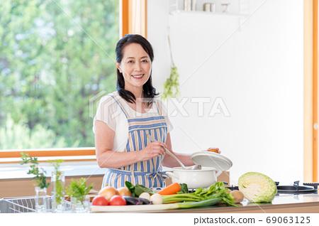 女高管,厨房 69063125