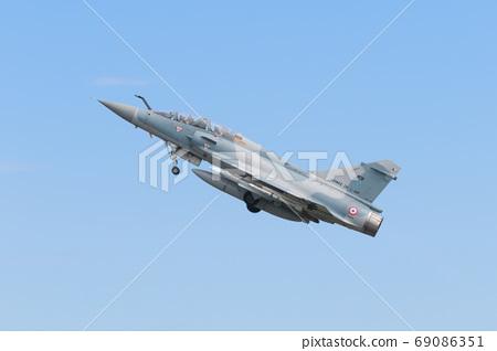 法國空軍戰鬥機幻影2000起飛 69086351
