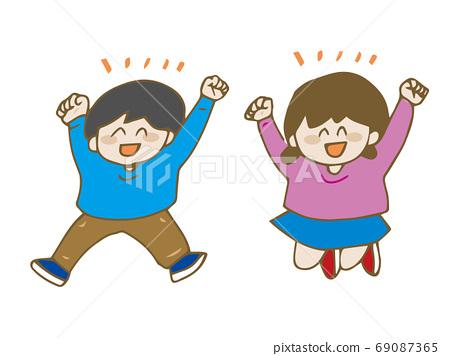 점프하는 남자와 여자 어린이 69087365