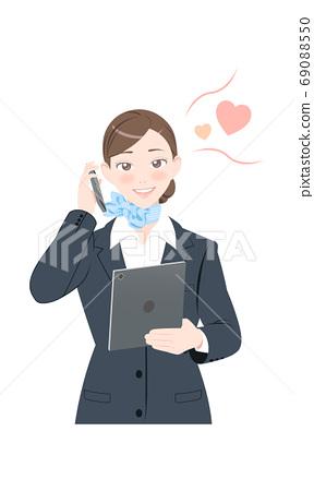 전화 수줍어 태블릿 포즈 비즈니스 정장 여성 69088550