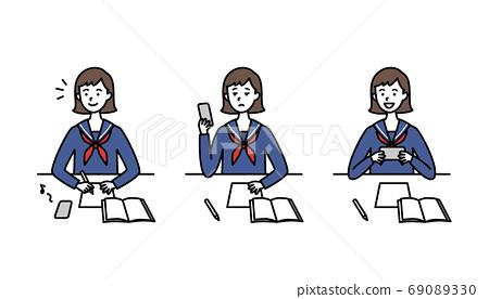 高中女生和穿著水手服的智能手機學習 69089330