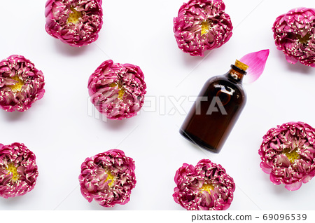Essential oil with pink lotus flower on white 69096539