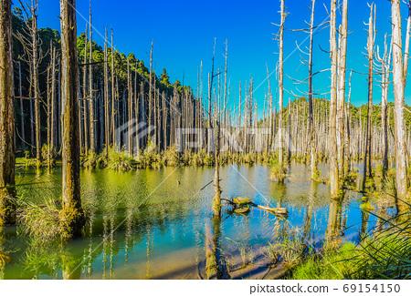 台灣高山湖泊-水漾森林 藍天倒影 69154150