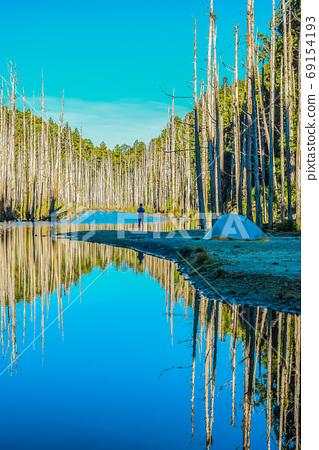 台灣高山湖泊-水漾森林 藍天倒影 69154193