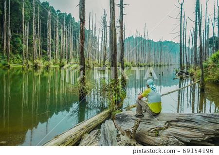 台灣高山湖泊-水漾森林 藍天倒影 69154196