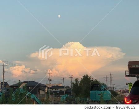 UFO 구름! 폭풍이 일어날 전조 69184615