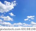 푸른 하늘과 흰 구름의 풍경 69198198