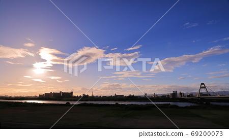 Landscape at dusk 69200073