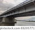 기후시의 나가라가와에 걸리는 나가라 다리를 아래에서 올려다 본 풍경 69205771