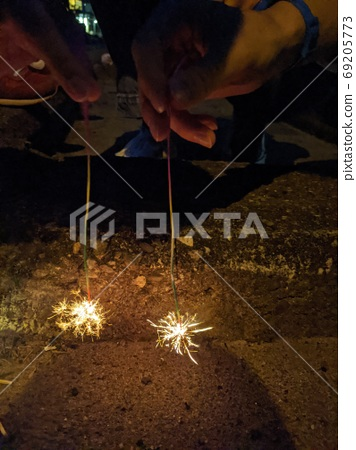 Sparkler sparkling with a couple 69205773