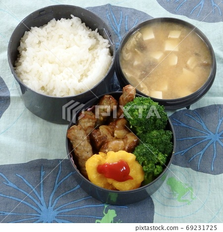 Handmade lunch of side dishes with warm miso soup and broccoli with greens 69231725