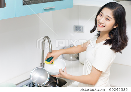 Woman housecleaning 69242386